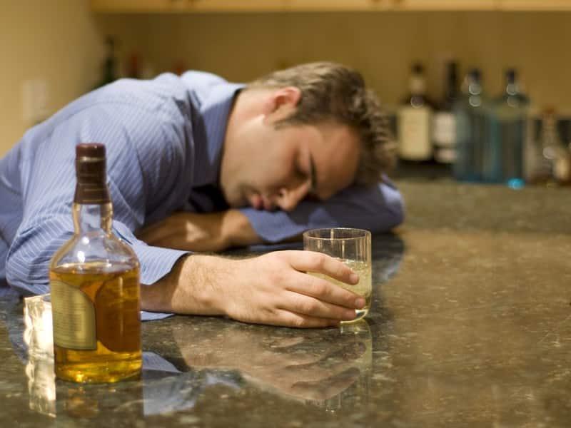 Пристрастие к алкоголю - опасность запоя